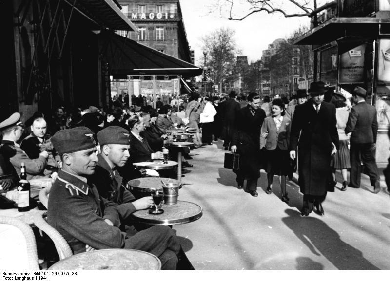 German Luftwaffe soldiers at a Paris café, 1941 (Bundesarchiv)
