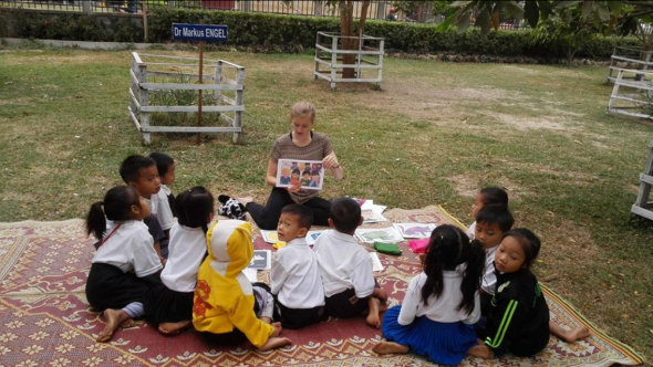 20160508_A Day in the Lao Life of Isa_teaching with Mopsy_I Stryj.jpg