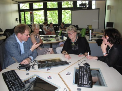 Daniel, Elke, Gerlinde and BNN reporter Tina Kampf in the Self-Study Center