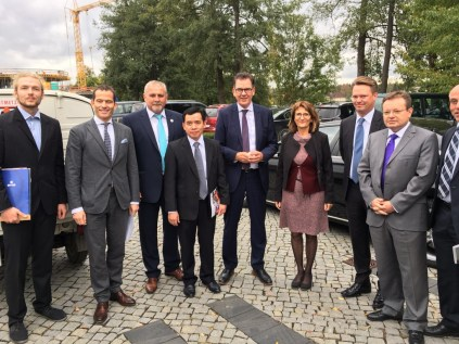 Johannes Zeck (AfC, BHS), Albrecht Ruprecht (MdB, member of the German Parliament), Ludwig Biller (mayor of Weiherhammer), Somlith Virivong (LGTC), Dr. Gerhard Mueller (Federal Minister of Economic Cooperation and Development), Prof. Dr. Isabel Martin (University of Education Karlsruhe), Lars Engel (board member of AfC, managing director of BHS), Prof. Dr. Erich Bauer (UeBZO)