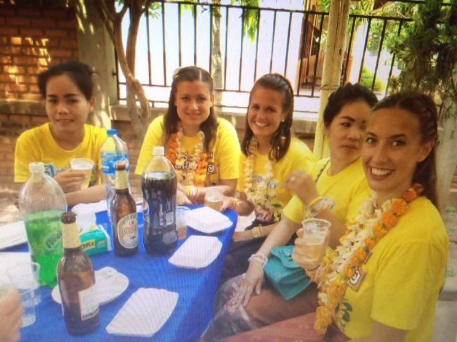 Enjoying the after-party with our tandem-teachers (Phetty Lardsajuk, Venetia Dariou, Jessica Deißler, Bounpheng Singhalath, Alyssa Weber)