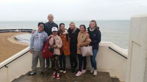 David, Silja, Anika, Mittaphone, Noy, Donekeo and me at the beach in Broadstairs