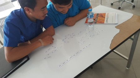 Dominoes for learning the simple past