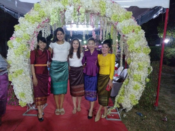 Colorful sinhs at a wedding