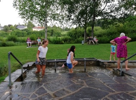 Kneipp basin: walk through cold water in order to stimulate the blood flow