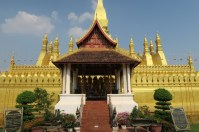 Front view of Pha That Luang