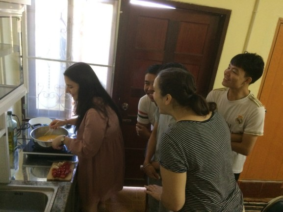 Professional chefs Bounmy and Thongvanh cannot help but be curious about Laura's cooking!