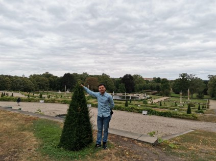 Nice picture in the uppermost view of park