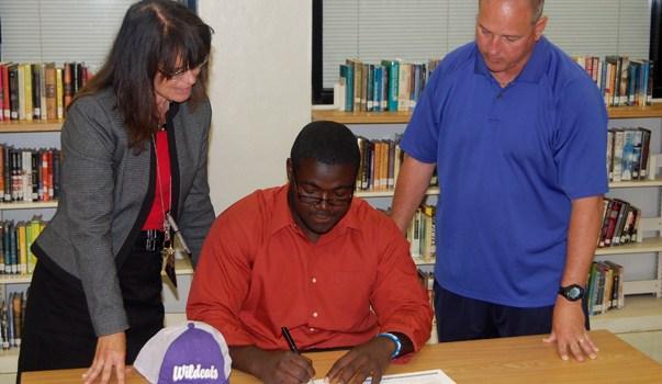 Senior Nick Allen Receives Football Scholarship