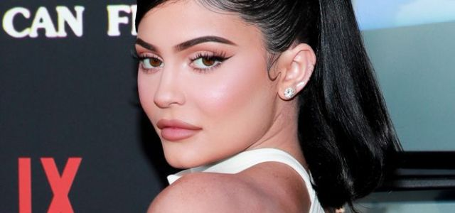 """Will Kylie Jenner continue to """"Rise and Shine?"""": Jenner gets slammed for attempted trademark"""