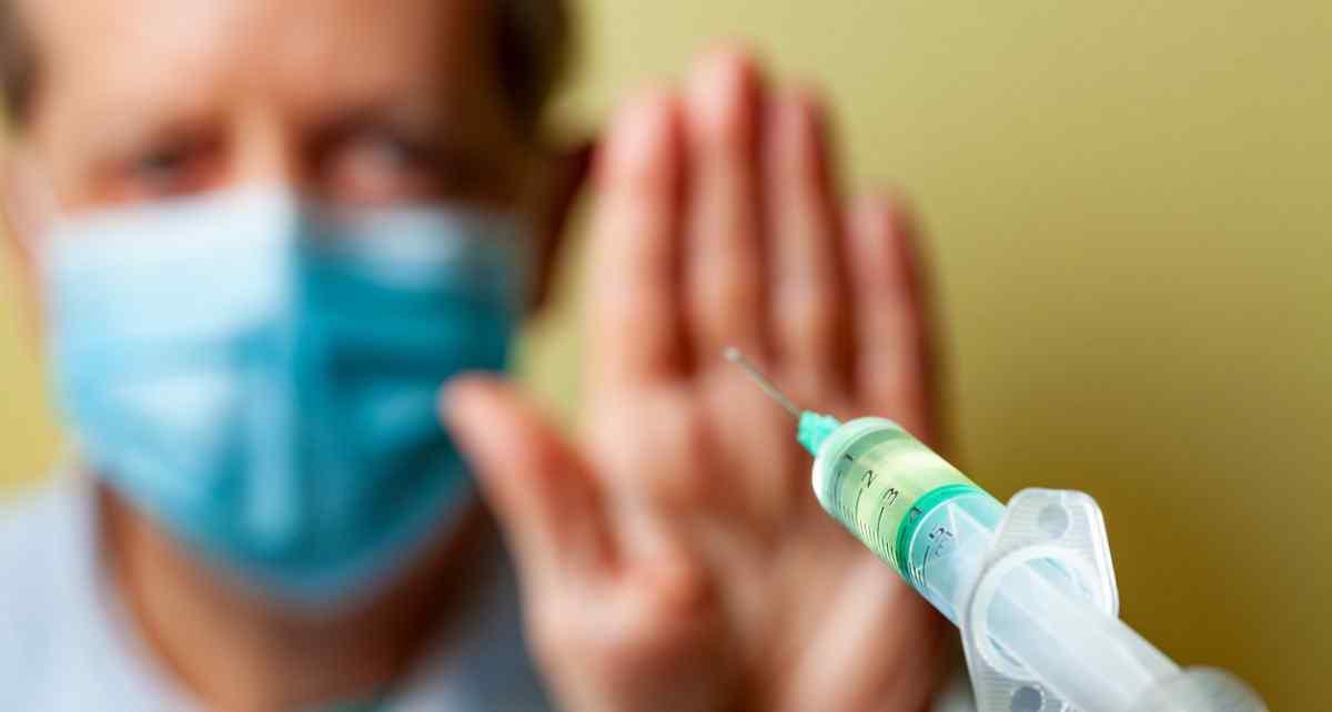 Regierungen auf der ganzen Welt bieten extravagante Bestechungsgelder in verzweifelter Bemühung, die COVID-Impfung zu erhöhen