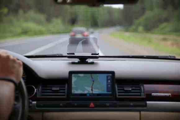 HUDWAY Glass : Take your Navigation console to the next level.