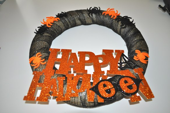 Completed Halloween Wreath 1024x680 10 Minute Halloween Wreath