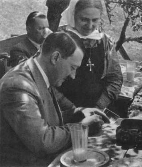 Hitler-autograph-460