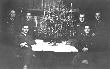 hitler-christmas1942-43-460