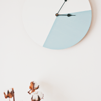DIY: colour block clock