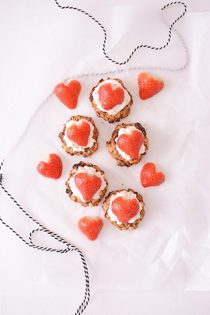 Banaan-mueslikoekjes met cute aardbeien