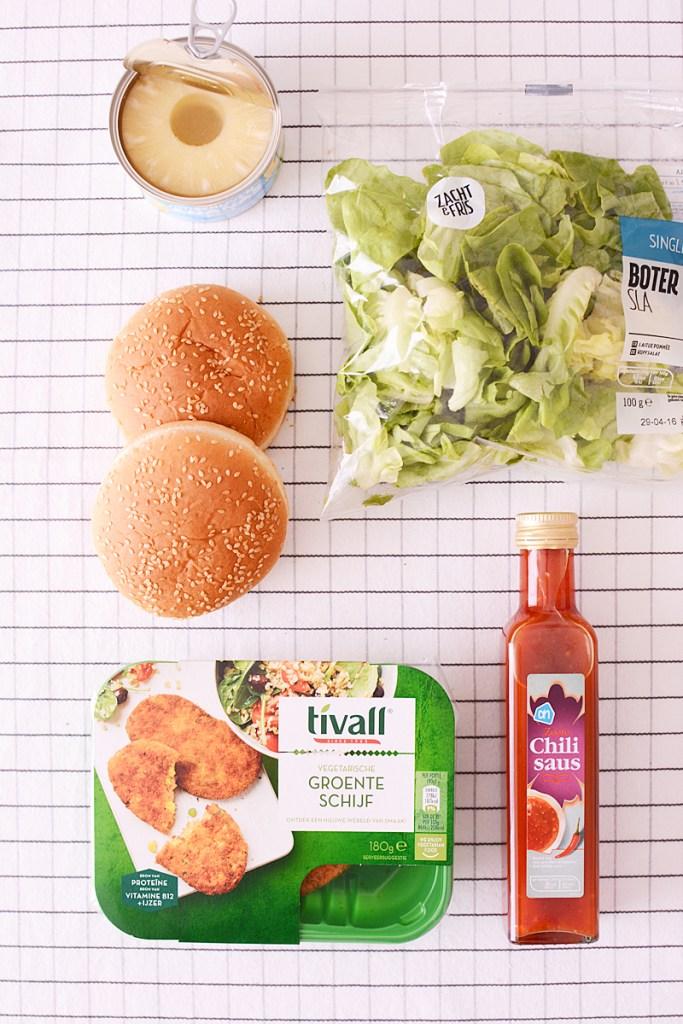 Een zomerse veggie Hawaïburger