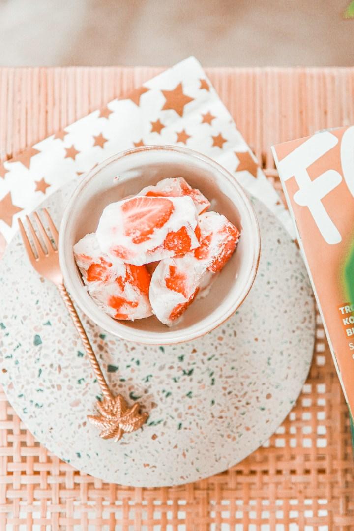 Recept: gezonde yoghurt barks met aardbei