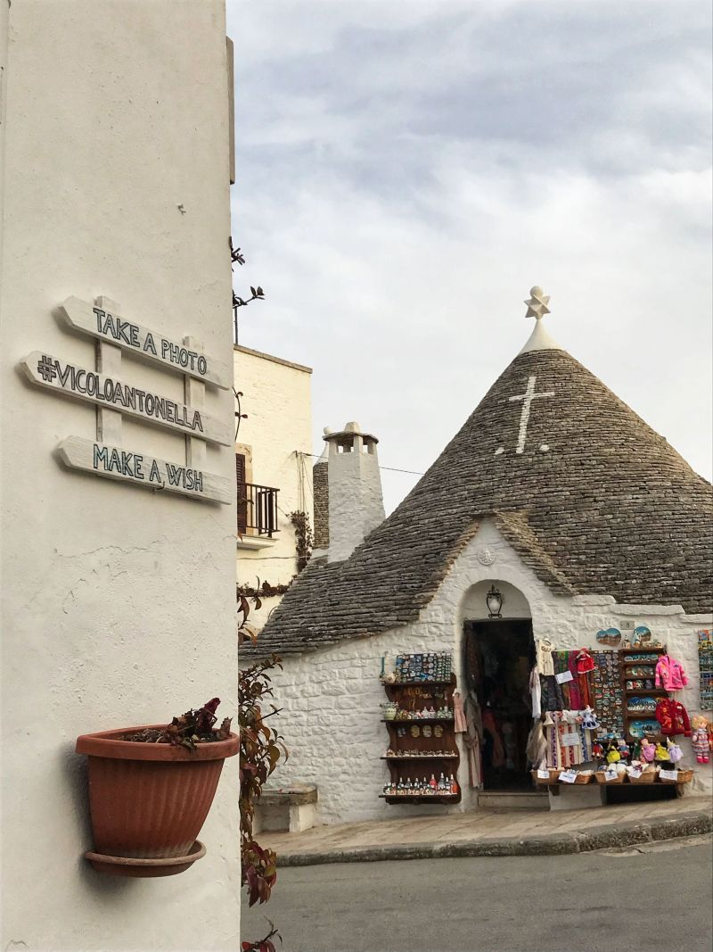 Take a photo & make a wish in Alberobello