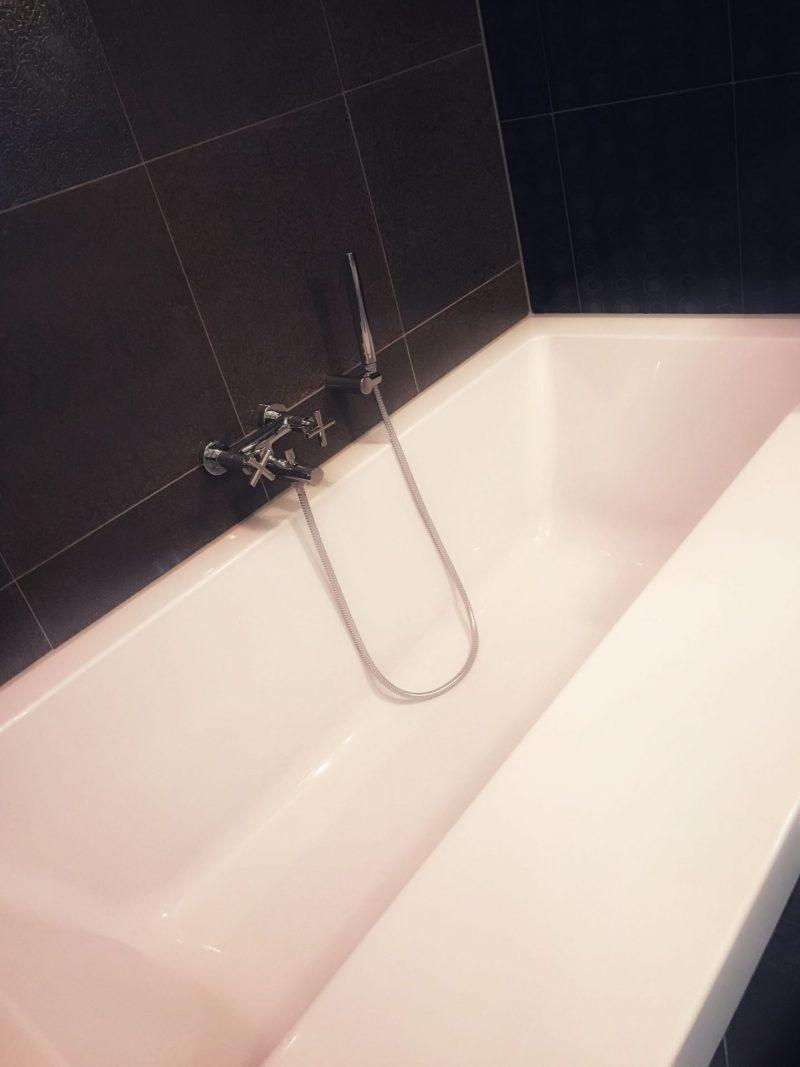 Huge bathtub Inntel Hotel Arts Eindhoven
