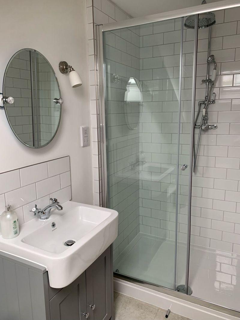 Beachside-apartment-Marazion-bathroom