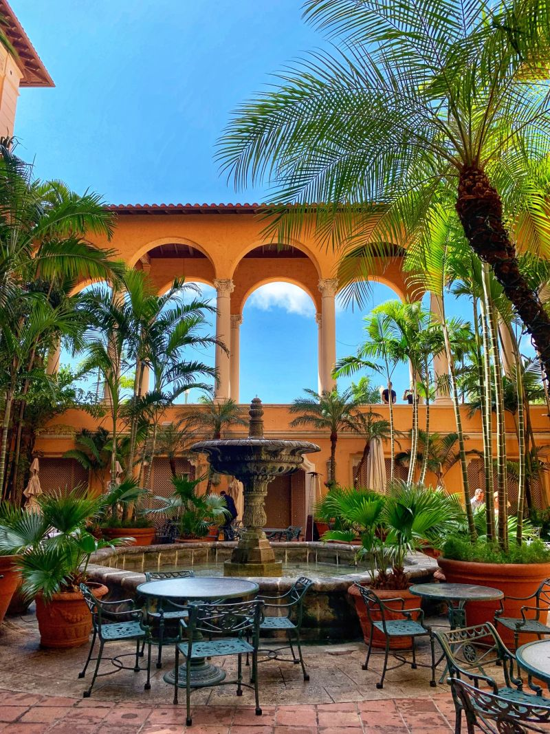 Biltmore-Hotel-courtyard-fountain-Miami-1