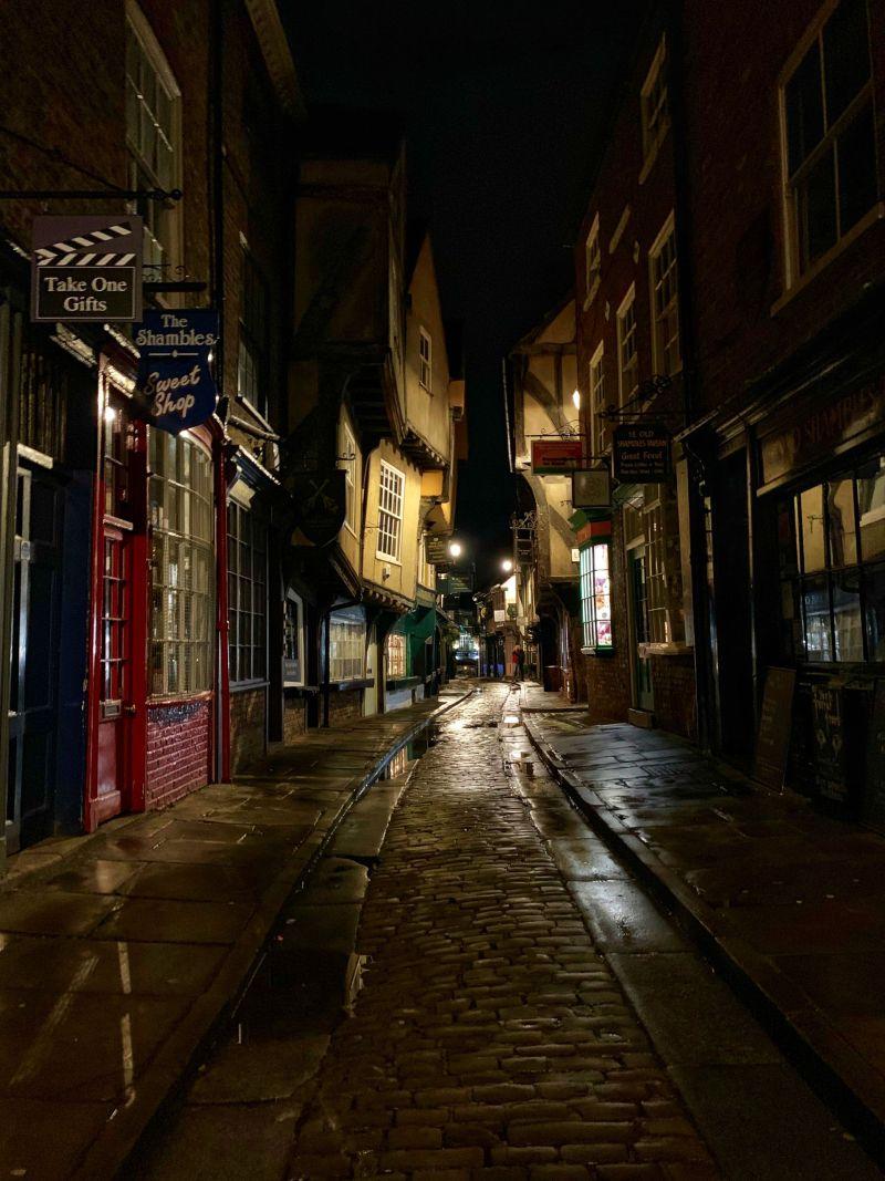 Ambience-of-the-York-shambles-at-night