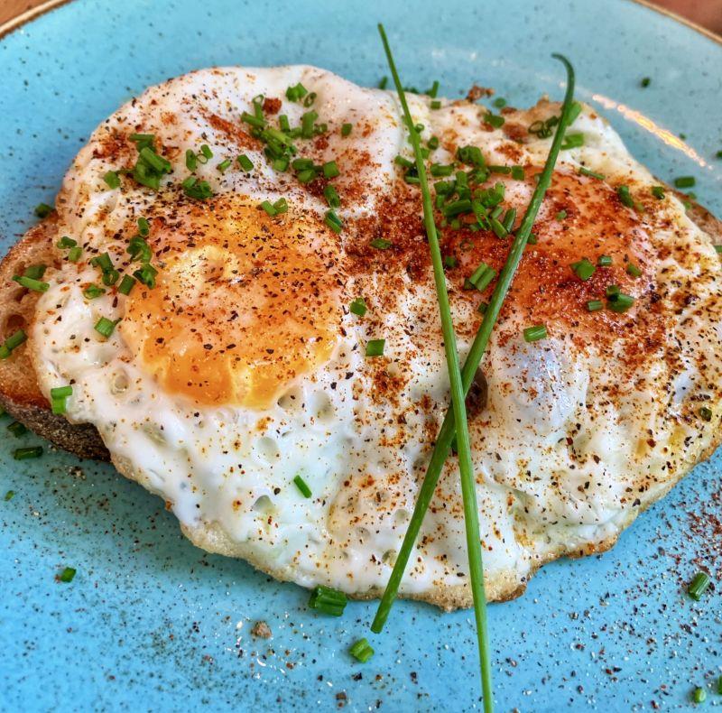 Brunch-at-Dyls-Egg-on-toast