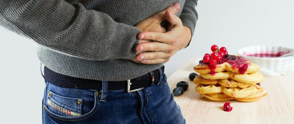 does your stomach stretch from overeating