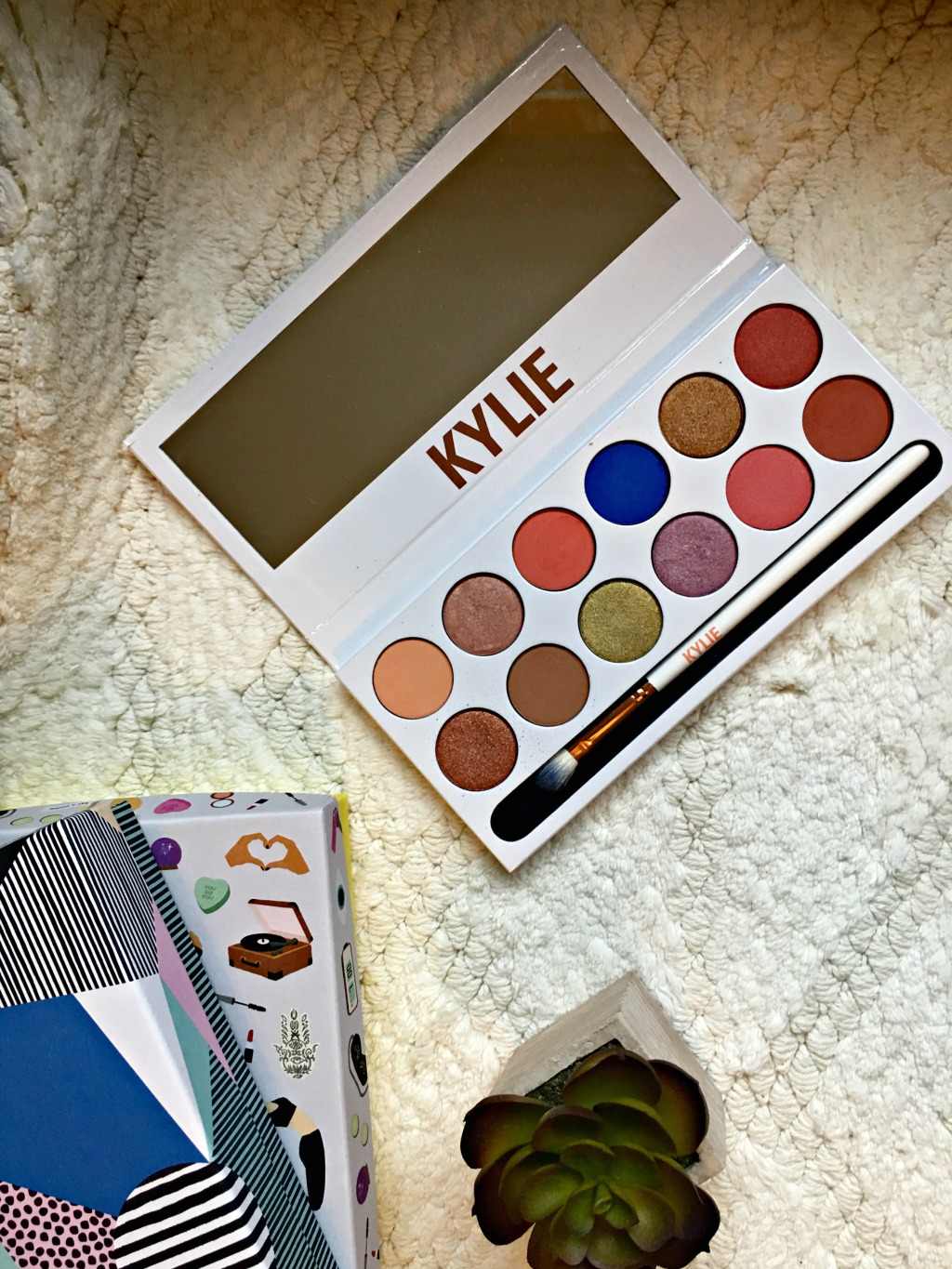 Kylie Cosmetics Royal Peach Palette | Review & Swatches