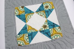 customised Free motion quilting on sampler block quilt as you go method feather border video tutorial