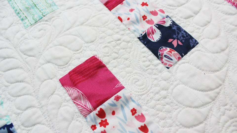 Quilting details Table runner Free Pattern and quilting tips