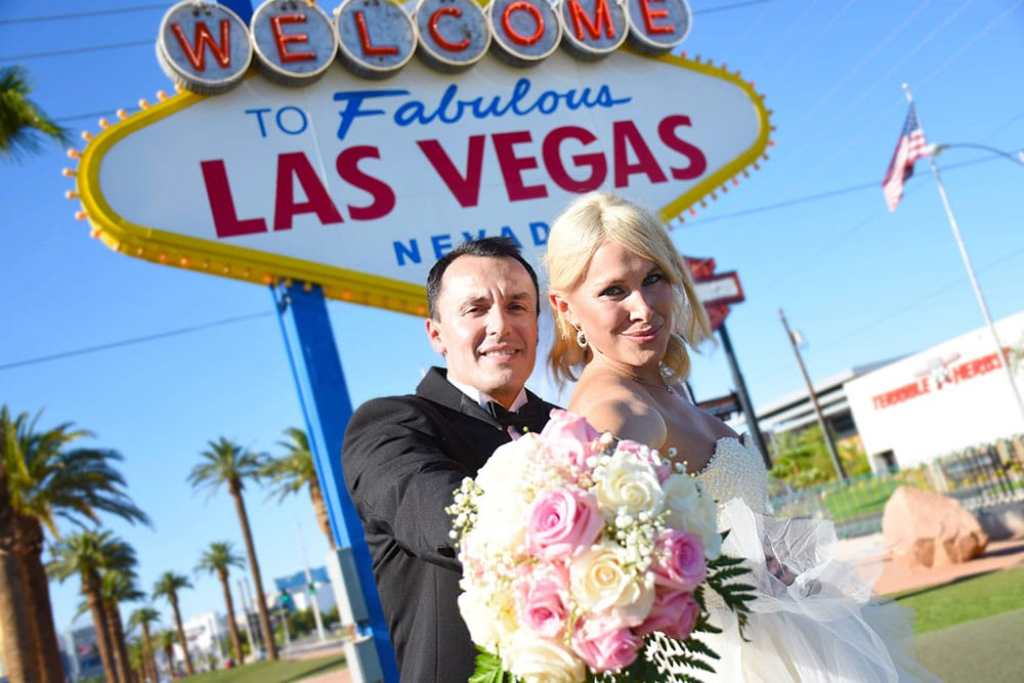 married at the las vegas sign