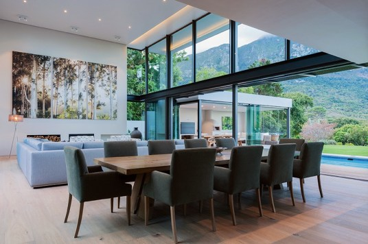 A dual-sided living space offers views to the north over Kirstenbosch with a private internal courtyard to the south.