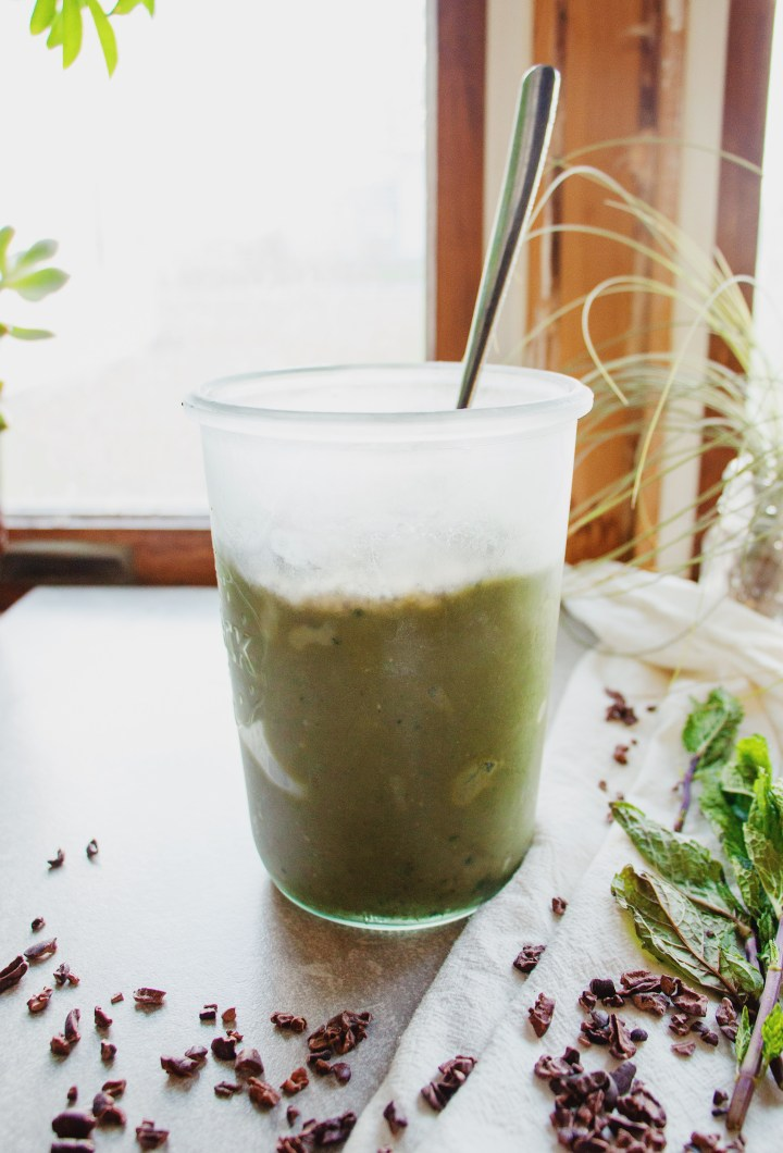 Healthy Mint Chocolate Smoothie