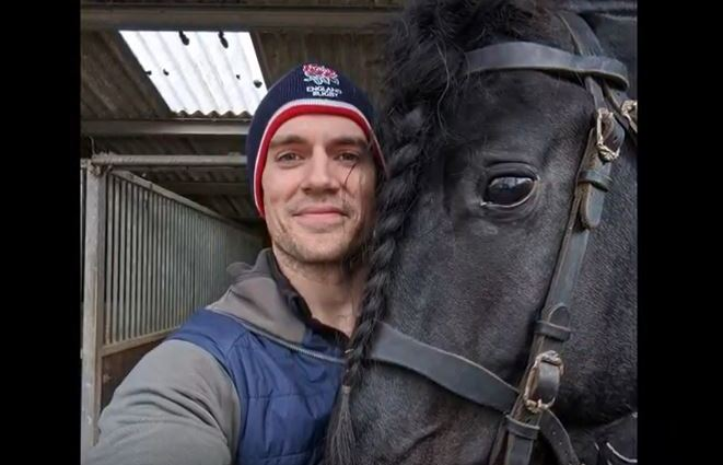 Henry Cavill's 2nd Horse That Plays 'Roach' In The Witcher
