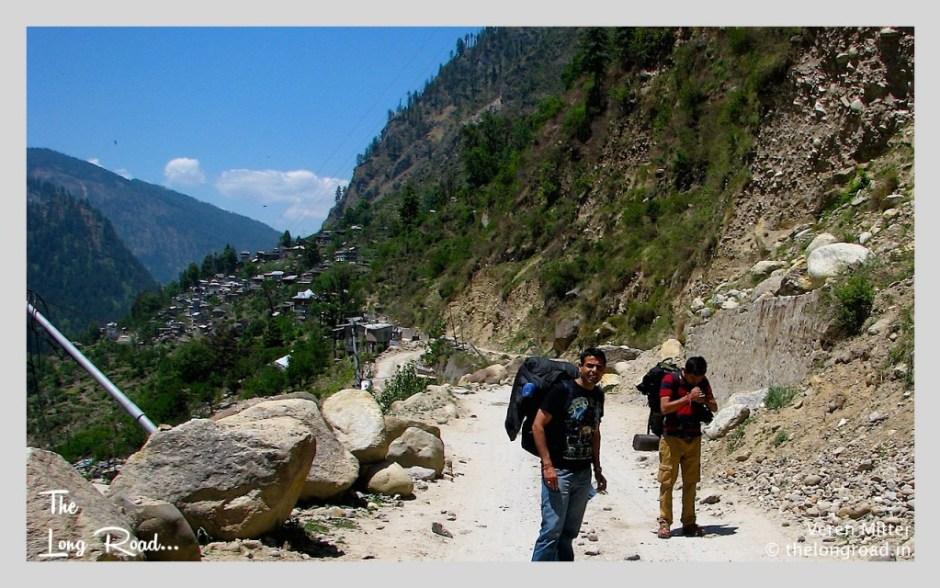 Starting trail towards Kheerganga