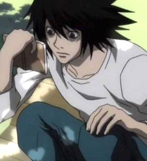 Death Note perché Elle sta seduto con le gambe piegate