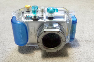 The underwater housing with a Canon SD 880 IS inside.