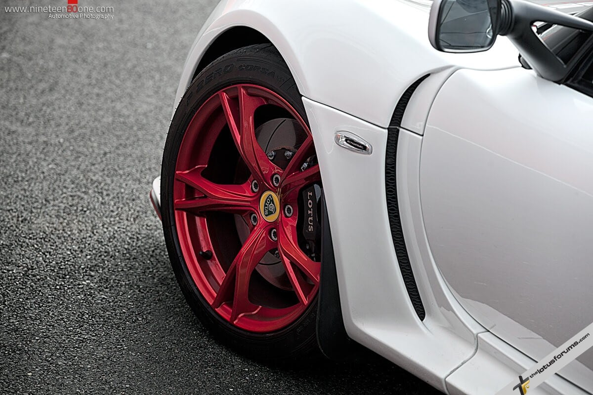 Exige-cup-360-red-wheels