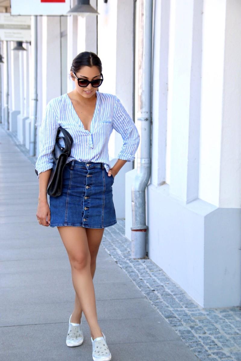 Casual-In-Denim-Skirt-And-Stripes-Blouse-Streetstyle-Munich-Fashionblogger-München-Comfy-Ootd-Look-Lookbook-Sommer-Sneaker-Prada-Zara-Mango-Peperosa