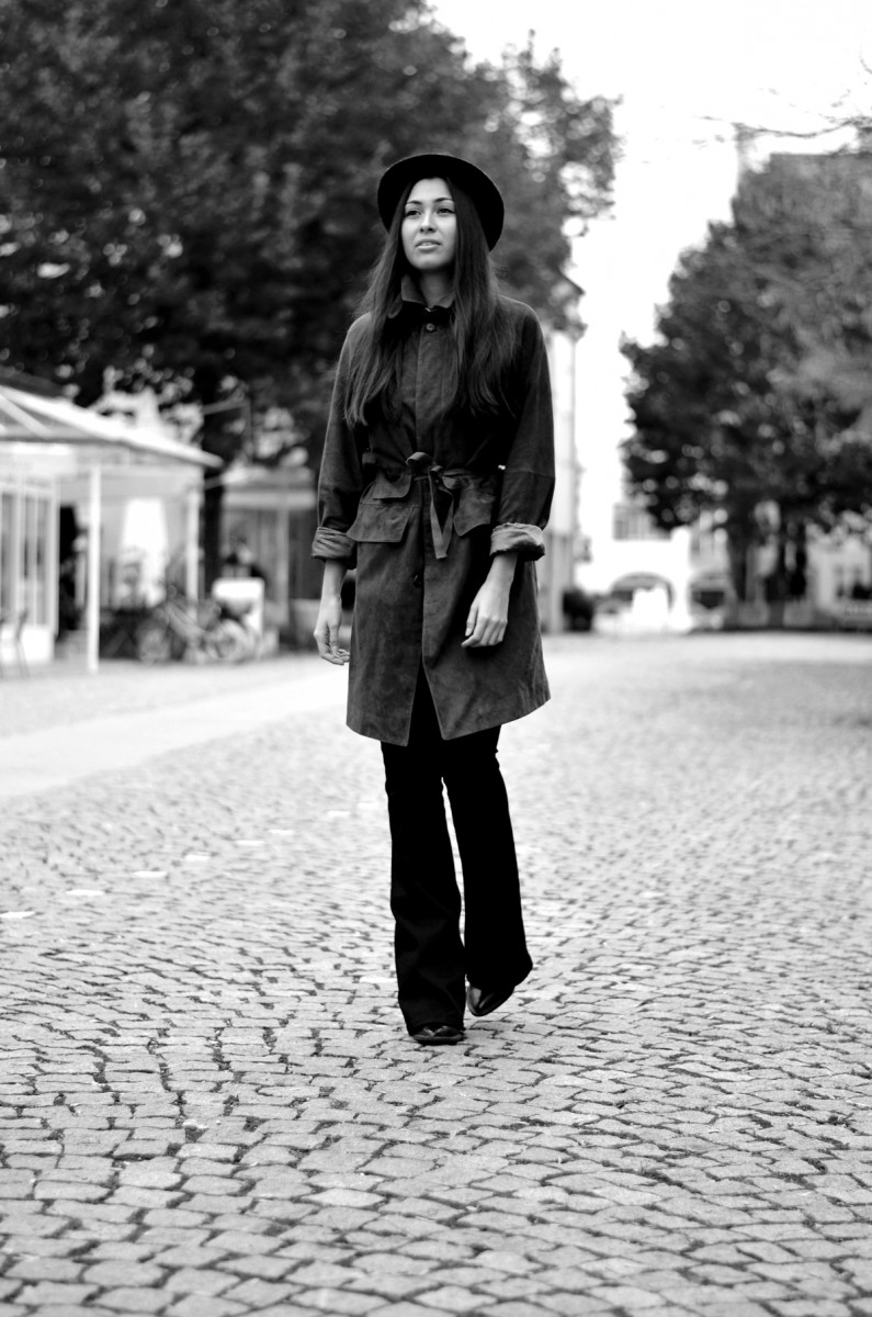 Ralph Lauren-Coat-Suede-Mantel-Cognac-Luxury-Designer-Flared Pants-Black-Schlaghose-Zara Booties-Lackschuhe-Diesel Jeans-Casual-Streetstyle-Munich-München-Fashionblog-German Fashionblogger-The Loud Couture-Ootd-Look