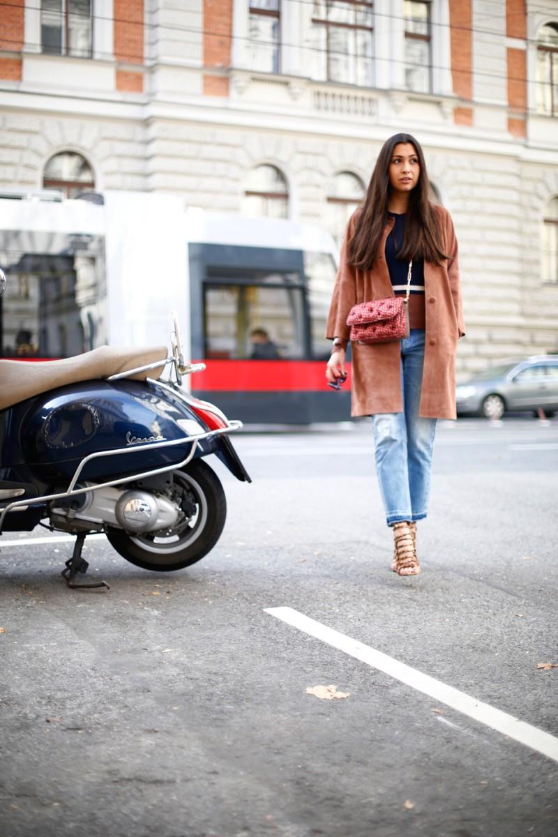 Streetstyle-Vienna-Wien-German-Fashionblog-Munich-Fall-Autumn-Herbstlook-CambioJeans-WildlederMantel-SuedeCoat-RenéLezard-BenedettaBruzziches-ItalianDesigner-Lookbook