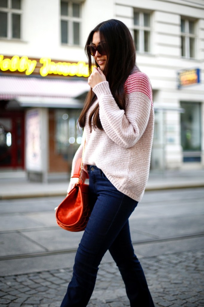 STREETSTYLE VIENNA: IN FLARED PANTS AND KNIT