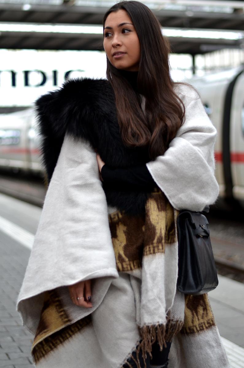 PeruvianPoncho-Ootd-Streetstyle-Fashionblogger-GermanFashionblog-CasualLook-Winterlook-ZaraBooties-Alpaka-Munich-PersonStyleBlog-TheLoudCouture-Lookbook-Outfit