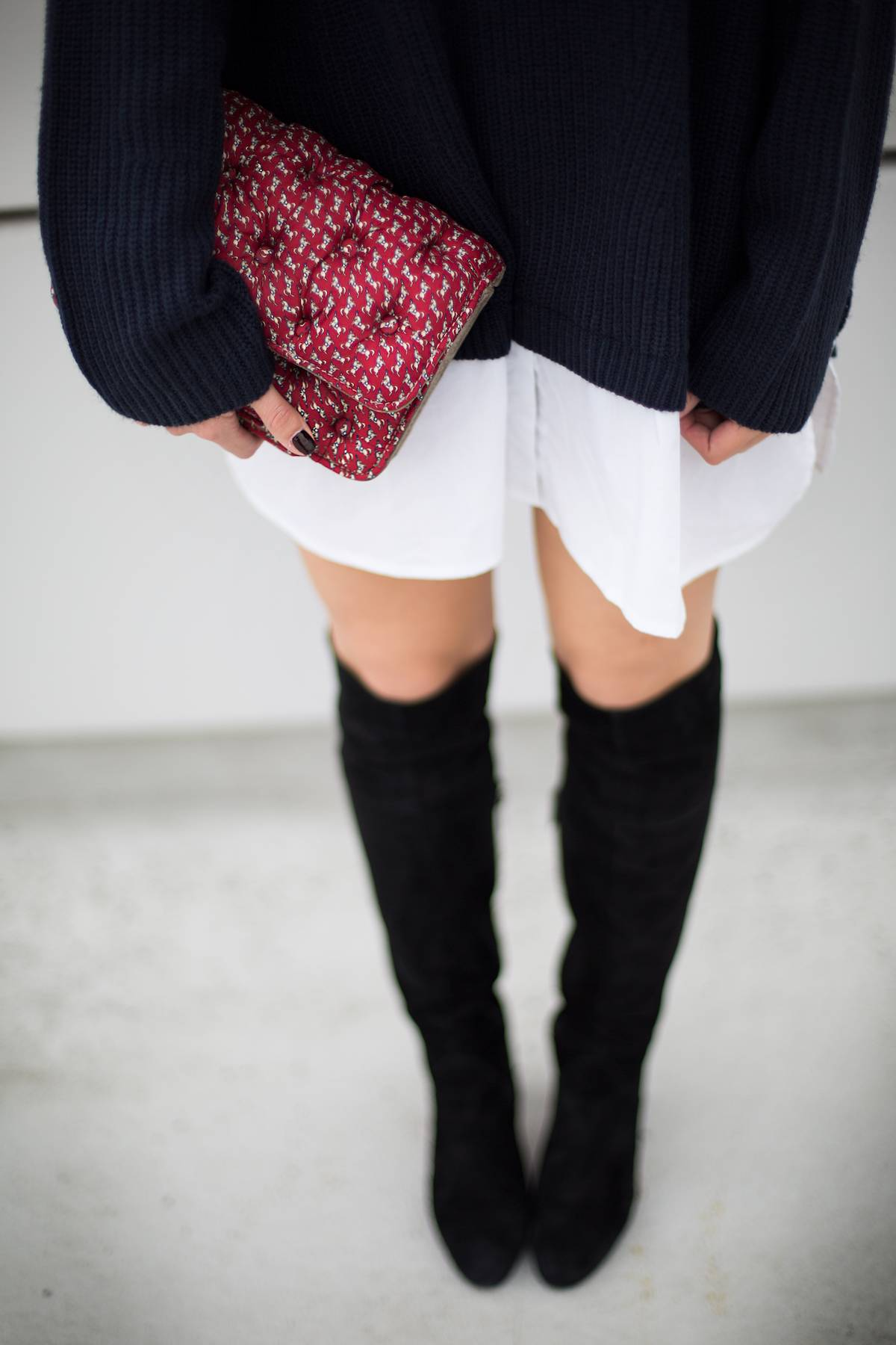 Business - Knit - Warm - Overknees - Munich - Fashionblog - German Fashionblhgger - Streetstyle - Layering - White Blouse - Weiße Bluse - Benedetta Bruzziches - Latina - Ootd - Work