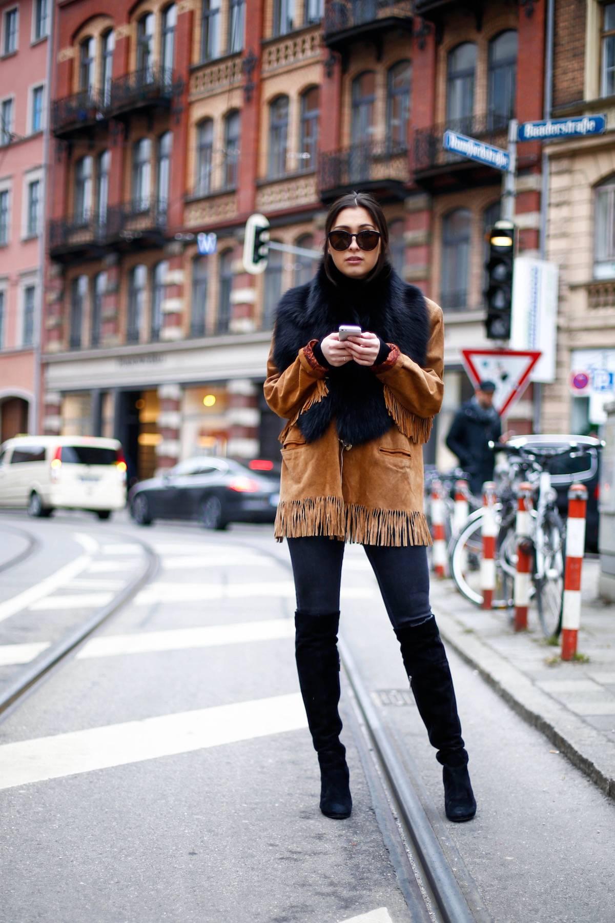 Fringed Jacket - Suede Leather - Vintage - Luxury - Overknees - Fur - Calvin Klein Sunnies - Fashionista - German Fashionblogger - Ootd - Streetstyle Munich - München Personal Style Blog - Isartor - Stilmix