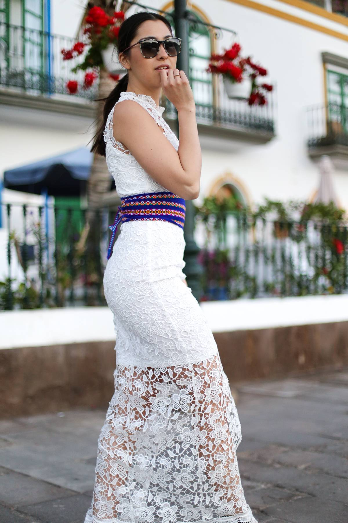 Streetstyle - Puerto de Mogán - Travel - German Fashionblogger - Summerlook - White Lace - Maxi Dress - Ethno Details - Black Sandals - Gucci - Inspiration - Stilmix