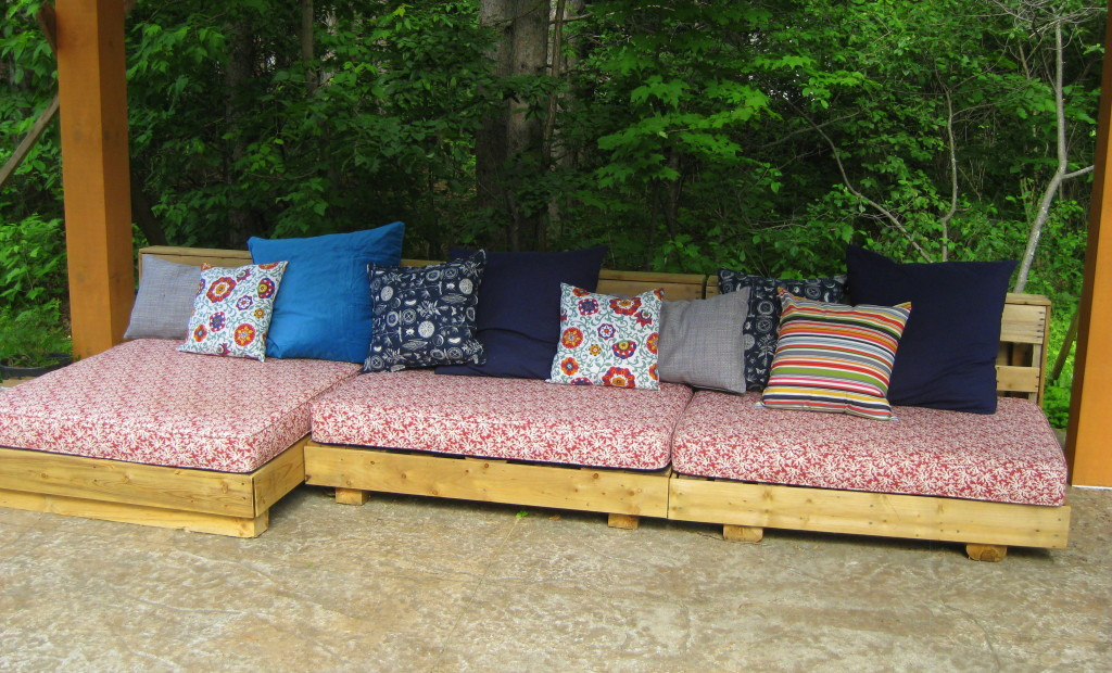 pallet patio furniture upcycle DIY outdoor couch